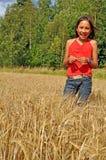 Menina no oatfield Imagem de Stock Royalty Free