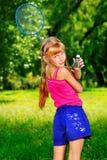 Menina no parque imagens de stock