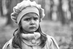 Menina no parque do outono foto de stock