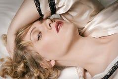 Menina no peignoir Imagens de Stock Royalty Free