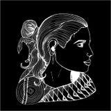 Menina no perfil na roupa indiana Desenho preto e branco Giz em um quadro-negro ilustração royalty free