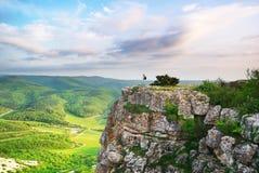 Menina no pico da montanha Foto de Stock Royalty Free