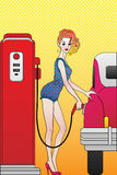 Menina no posto de gasolina Fotografia de Stock