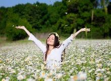 Menina no prado do verão Imagem de Stock