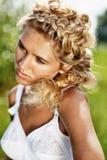 Menina no prado no dia de verão Fotos de Stock Royalty Free