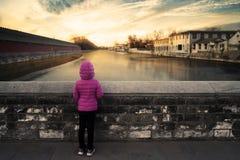 Menina no rio na Cidade Proibida Imagens de Stock