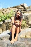 Menina no roupa de banho na rocha Foto de Stock Royalty Free