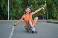 Menina no skate Foto de Stock Royalty Free