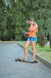 Menina no skate Fotos de Stock Royalty Free