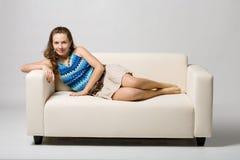 Menina no sofá Fotografia de Stock