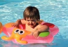 Menina no swimming-pool fotografia de stock royalty free
