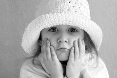 Menina no tampão Foto de Stock