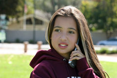 Menina no telefone imagem de stock