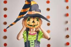 Menina no traje da bruxa Fotos de Stock Royalty Free