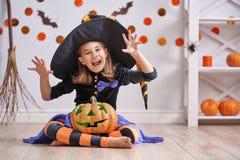 Menina no traje da bruxa Imagem de Stock