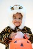 Menina no traje de Halloween Fotografia de Stock