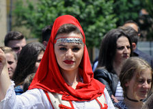 Menina no traje tradicional albanês, Prizren Foto de Stock