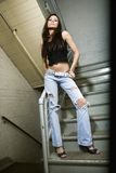 Menina no vão das escadas. fotos de stock royalty free