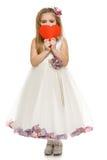 Menina no vestido bonito que guardara a forma do coração Imagens de Stock