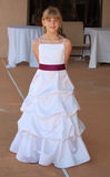 Menina no vestido branco longo fotos de stock