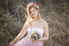 Menina no vestido com às bolinhas Imagens de Stock