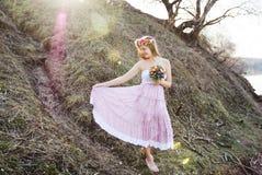 Menina no vestido com às bolinhas Foto de Stock Royalty Free