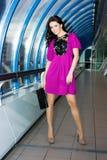 Menina no vestido roxo Foto de Stock