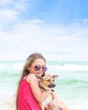 Menina nos óculos de sol Fotos de Stock Royalty Free