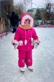 A menina nos patins Fotografia de Stock Royalty Free