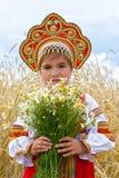 Menina nos sundress do nacional do russo fotografia de stock