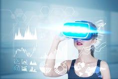 Menina nos vidros 3d e nos gráficos Imagem de Stock Royalty Free