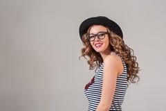 Menina nos vidros e no chapéu fotografia de stock royalty free