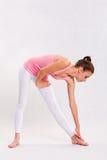 Menina nova da aptidão da ioga de Attarctive. imagens de stock royalty free