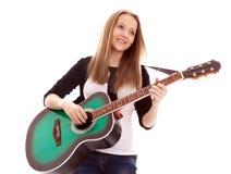 Menina bonita com a guitarra no fundo branco Imagens de Stock