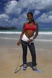 Menina nova do americano africano na praia do Cararibe imagens de stock royalty free