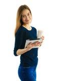 Menina nova do estudante com almofada e café Foto de Stock