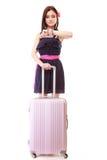 Menina nova do verão com a mala de viagem do curso isolada Fotos de Stock Royalty Free
