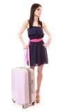 Menina nova do verão com a mala de viagem do curso isolada Imagens de Stock