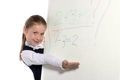 A menina olha de uma placa Fotos de Stock Royalty Free