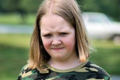 Menina olhando de sobrancelhas franzidas Imagem de Stock