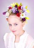 Menina ou adolescente com as flores no cabelo Imagem de Stock Royalty Free
