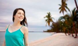 Menina ou jovem mulher feliz que olham de lado Imagens de Stock Royalty Free