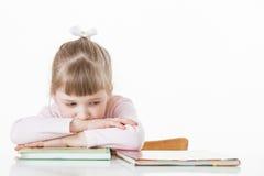 Menina pensativa com livros Fotos de Stock