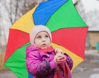 Menina pensativa do ittle com guarda-chuva Imagem de Stock Royalty Free