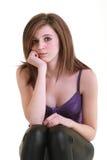Menina pensativa que stting em um cubo Fotografia de Stock Royalty Free