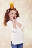 Menina pequena bonito bonita da princesa com coroa fotos de stock royalty free