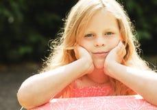 Menina pequena com cabelo longo fotografia de stock