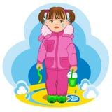 Menina pequena com uma cubeta completa da neve Imagens de Stock