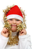 Menina pequena no chapéu vermelho de Santa com correntes douradas fotografia de stock