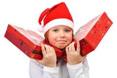 Menina pequena que carreg dois grandes presentes isolados Fotos de Stock Royalty Free